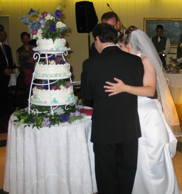 Dan Kathleen Vs Cake